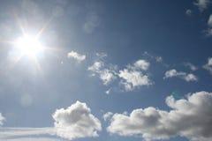 Bewolkte hemel met zon Stock Foto