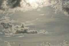 Bewolkte Hemel op turkooise tropische paradijsoverzees Royalty-vrije Stock Fotografie