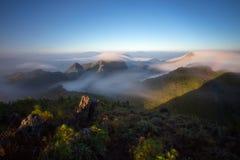 Bewolkte hemel over de bergen, (Doi Luang Chiang Dao, Chiang Mai, Thailand) Royalty-vrije Stock Afbeelding