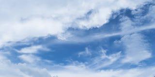 Bewolkte hemelachtergrond Royalty-vrije Stock Foto