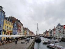 Bewolkte Nyhavn stock afbeelding