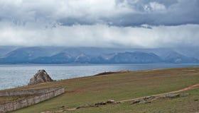 Bewolkte ochtend op het Olkhon-eiland Royalty-vrije Stock Foto's