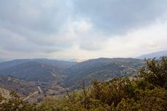 Bewolkte Sierra Nevada -bergen, Andalusia, Spanje stock afbeeldingen