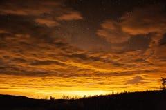 Bewolkte stary nacht Royalty-vrije Stock Afbeeldingen