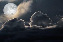 Bewolkte volle maannacht Royalty-vrije Stock Fotografie