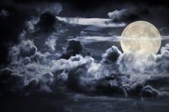 Bewolkte volle maannacht Stock Foto