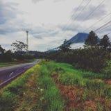Bewolkte vulkaan arenal royalty-vrije stock foto's
