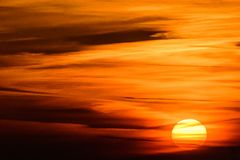 Bewolkte zonsondergang boven Ypres - vrede rond battlefileds Stock Afbeeldingen