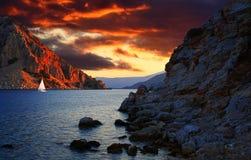 Bewolkte zonsondergang in Marmaris Stock Foto's