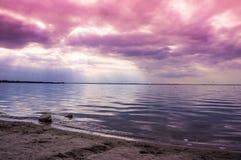 Bewolkte zonsondergang Nederland stock foto's