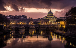 Bewolkte zonsondergang in Rome Royalty-vrije Stock Foto