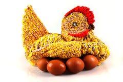 Bewunderer gestrickte Henne auf Eiern stockbilder
