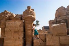 Bewundern anthient Ruinen in Luxor, Ägypten Stockbilder