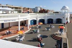 BEXHILL-ON-SEA,东部SUSSEX/UK - 10月17日:在地面的咖啡馆 免版税库存图片