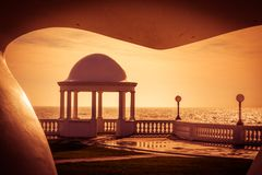 BEXHILL-ON-SEA,东部SUSSEX/UK - 1月11日:柱廊在Groun 库存照片