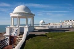 BEXHILL-ON-SEA, ВОСТОЧНОЕ SUSSEX/UK - 17-ОЕ ОКТЯБРЯ: Колоннады в grou Стоковые Изображения RF