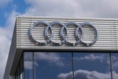 Bexley, Kent/Reino Unido - 25 de março de 2019: Sinal do logotipo de Audi no negócio de Bexley Audi imagem de stock royalty free