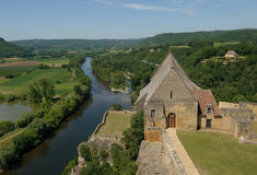 beynac城堡中世纪大别墅的dordogne 库存照片