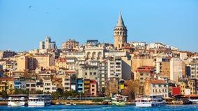 Beyoglu gromadzka historyczna architektura i Galata basztowy średniowieczny punkt zwrotny w Istanbuł, Turcja Fotografia Royalty Free