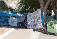Bez dokumentów wędrownicy protestują w miasteczku Ventimiglia na Zdjęcie Stock