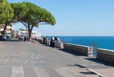 Bez dokumentów wędrownicy protestują w miasteczku Ventimiglia na Zdjęcie Royalty Free