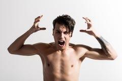 Bez koszuli nierad agresywny facet jest rozkrzyczany Obraz Stock