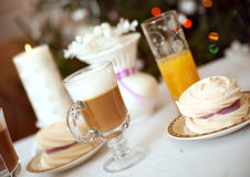 Filiżanka latte z bezą Obrazy Royalty Free