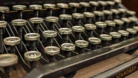Bezaubern, elegante alte Schreibmaschine benutzt von den Dichtern und Philosophen stockbilder