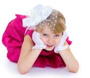Bezaubern und sehr modernes kleines Mädchen stockfoto