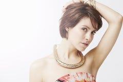 Bezaubernde aufwerfende Frau, Studio Lizenzfreie Stockfotos