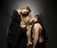 Bezaubernde blonde Dame und ihr Sklave Stockfotografie