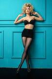 Bezaubernde curvy blonde Frau Stockfoto