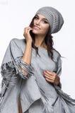 Bezaubernde Dame in der modischen Kleidung Lizenzfreies Stockbild
