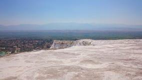Bezaubernde Pamukkale-Pools in der Türkei Pamukkale enthält heiße Quellen und Travertine, Terrassen von Karbonatsmineralien verli stockbilder