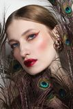 Bezauberndes Porträt der jungen Schönheit stockbilder