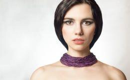 Bezauberndes Porträt eines schönen weiblichen Modells mit neuem Make-up Lizenzfreie Stockfotografie