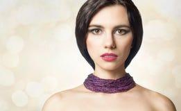 Bezauberndes Porträt eines schönen weiblichen Modells mit neuem Make-up Lizenzfreie Stockfotos