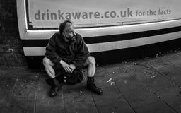 bezdomnego na smutnych Prague street Zdjęcie Stock