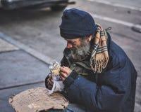 bezdomnego na smutnych Prague street Obrazy Royalty Free