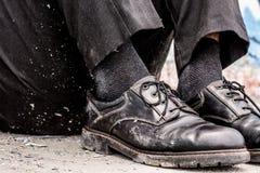 Bezdomni mężczyzna buty obrazy stock