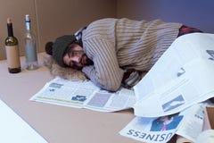 bezdomny człowiek śpi zdjęcie royalty free