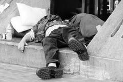 Bezdomny dosypianie na ulicie Zdjęcie Stock