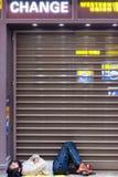 Bezdomny dosypianie w Paryż Zdjęcie Royalty Free