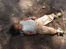Bezdomny dziecka dosypianie Zdjęcie Royalty Free