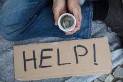Bezdomny mężczyzna Pyta Dla pomocy obrazy royalty free