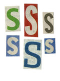 Bezeichnen Sie Schnitt vom Zeitungspapier mit Buchstaben stockfoto