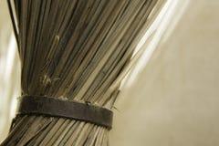 Bezems - huis housecleaning materiaal Stock Fotografie