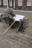 Bezet de activist van Exeter voorbereidt een teken Royalty-vrije Stock Foto