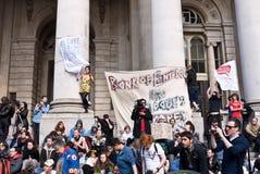 Bezet protestors van Londen bij de Koninklijke Uitwisseling Royalty-vrije Stock Foto