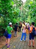 Bezienswaardigheden bezoekend in de aardpark van Bukit Batok, Singapore Royalty-vrije Stock Afbeeldingen